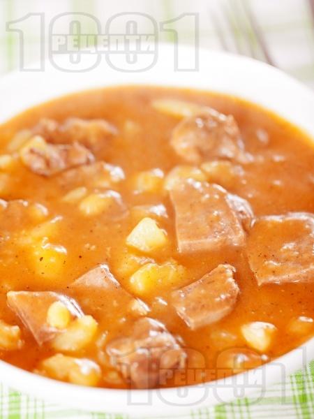 Яхния от задушен телешки език с картофи и доматен сос - снимка на рецептата